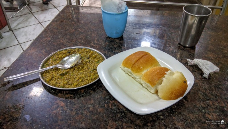 After spending some time admiring the fort I headed back and stopped for Kheema Pav at the famous Light of Persia restaurant