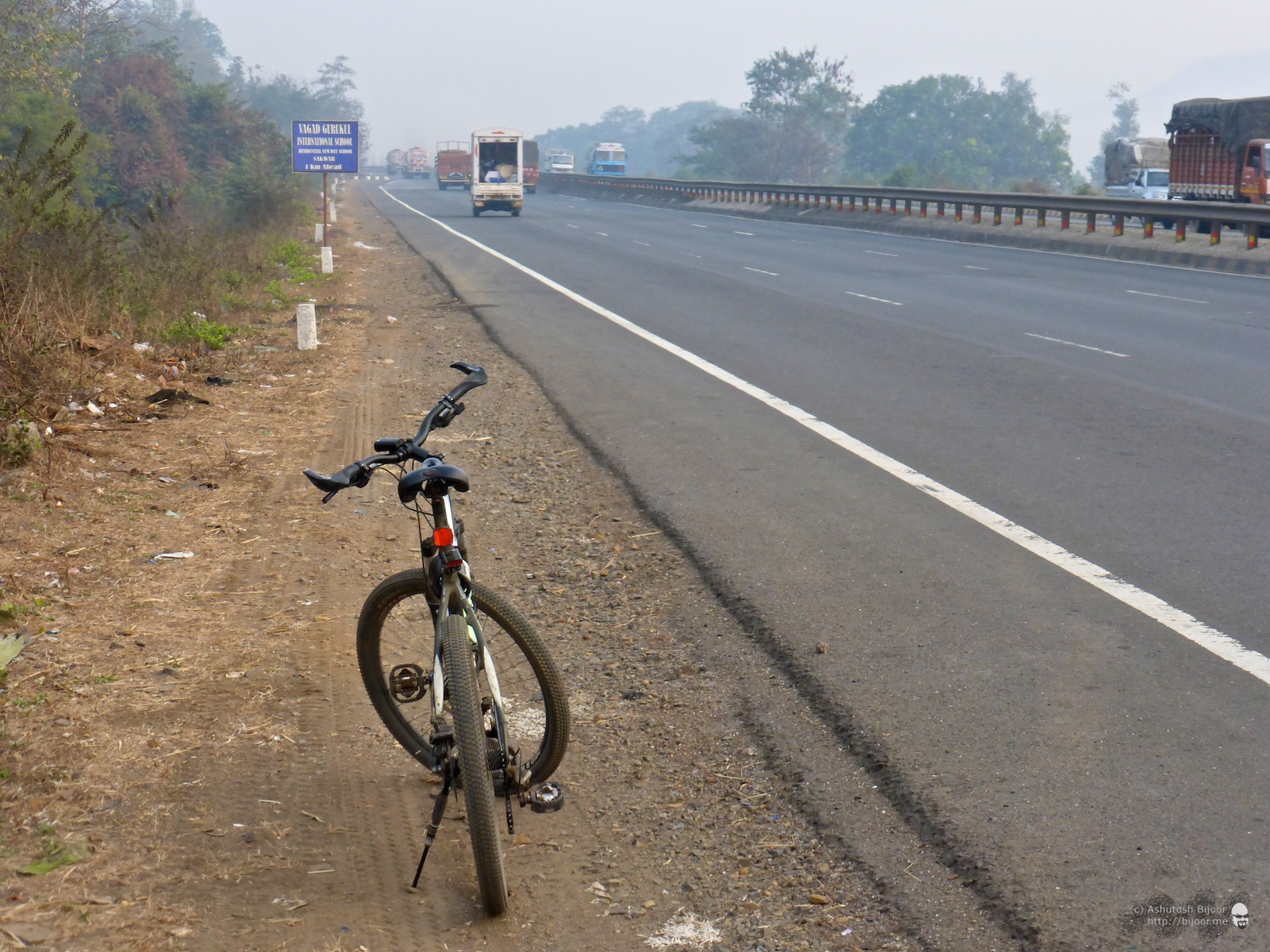 The distance from Andheri to Vandri Lake is just under 70 km, and most of the distance is on the excellent road of NH8
